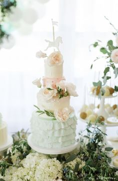Featured Photographer: CLY By Matthew; Wedding cake idea.