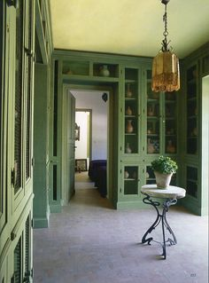 This Ivy House - robert-hadley: The World of Interiors, April. World Of Interiors, Green Interior Design, Interior And Exterior, Beautiful Interiors, Colorful Interiors, Vintage Interiors, Beautiful Homes, Feng Shui, Ivy House
