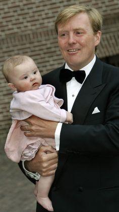 De trotse Pappa met zijn jongste dochtertje Prinses Ariane (NL)