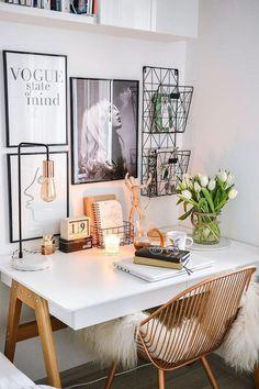 Home Decoration Candles Biae biurko w stylu skandynawskim. Idealne do kobiecej sypialni czy minimalistycznego biura. #beliani #biurko #wntrza #biuro #homeofficeideas.Home Decoration Candles  Biae biurko w stylu skandynawskim. Idealne do kobiecej sypialni czy minimalistycznego biura. #beliani #biurko #wntrza #biuro #homeof Cozy Home Office, Home Office Space, Home Office Design, Home Office Decor, Home Decor, Interior Office, Home Office Table, At Home Office Ideas, Work Desk Decor