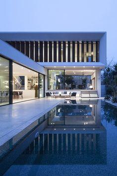 Toute la maison d'architecte vue d'ensemble nocturne