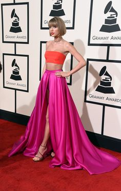 Taylor Swift looking like a damn vision in an Atelier Versace dress, Lorraine Schwartz jewelry, and Stuart Weitzman shoes. I LIVE. 2016 Grammys