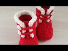 Crochet Baby Sandals, Baby Girl Crochet, Crochet Baby Shoes, Crochet Baby Clothes, Crochet Slippers, Crochet For Kids, Crochet Christmas Hats, Crochet Santa, Artisanats Denim