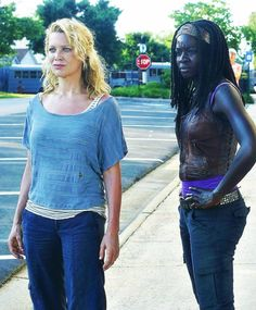 Andrea and Mischonne- The Walking Dead season 3 The Walking Dead Saison, Amc Walking Dead, Walking Dead Season, Fear The Walking Dead, Dead Still, Laurie Holden, Best Tv Series Ever, Best Zombie, Melissa Mcbride