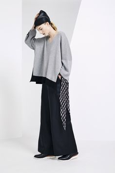 Issey Miyake Pre-Fall 2015 - Collection - Gallery - Style.com https://www.pinterest.com/jenmurdoch5/