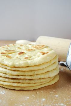 Naan: Panes hindúes, mis panes básicos para comer cualquier cosa asiática, super fáciles y super sabrosos, ademas de bien baratos!
