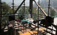 Der Arbeitsplatz der Superlative und mit Weitblick. Hier behält man die Übersicht. Mehr Infos: http://www.werkzeugweber.de/beraten-planen-liefern/ #work #company #team #glass #office #sky #green