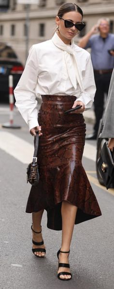 Ivory shirt & leather midi skirt with print. Skirt Fashion, Fashion Outfits, Womens Fashion, Fashion Trends, Fashion Fashion, Street Chic, Street Style, Leather Midi Skirt, Leather Peplum
