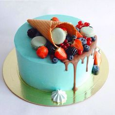 Шоколадный бисквит, сливочный крем, шоколадный мусс. Автор Instagram.com/two_sisters_cake Buttercream Cake, Fondant Cakes, Cupcake Cakes, Torta Angel, Bolo Cake, Cake Business, Dessert Decoration, Just Cakes, Novelty Cakes