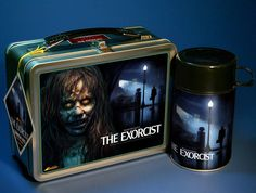 The Exorcist lunch box. Every kid should have one lol. Tin Lunch Boxes, Vintage Lunch Boxes, Metal Lunch Box, Horror Merch, Horror Films, The Exorcist 1973, Pulp Fiction Book, School Lunch Box, Vinyl Toys