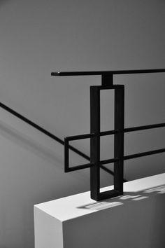 Interior Stair Railing, Modern Stair Railing, Staircase Handrail, Stair Railing Design, Steel Railing, Modern Stairs, Banisters, Metal Sheet Design, Stairs Architecture