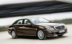"""Mercedes-Benz Classe E: """"E' rinata una stella""""   Commercializzata ed apprezzata in tutto il mondo, la Classe E rappresenta nell'immaginario collettivo globale la Mercedes per antonomasia. Tale modello di categoria medio alta è riuscito, attraverso diverse generazioni, a conquistare un pubblico eterogeneo in virtù di..."""