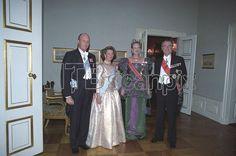 København 19911028 Det norske kongeparet besøker Danmark. De to monarkparene i galla fra v: kong Harald, dronning Sonja, dronning Margrethe og prins Henrik. Foto: Per Løchen / SCANPIX