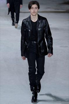 436ecdaf0042 Sfilata Saint Laurent Parigi - Collezioni Autunno Inverno 2017-18 - Vogue  Mens Designer Leather