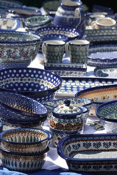 Poland: Boleslawiec wonderland, polish pottery factory first shopping trip from Germany it was great. Blue And White China, Love Blue, Blue China, Delia Fischer, My Favorite Color, My Favorite Things, Polish Recipes, Polish Pottery, Delft