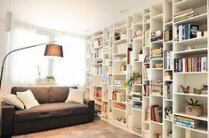 Jedna z místností slouží jako knihovna, ale může fungovat i jako pokoj pro hosty.
