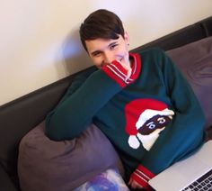 I don't ship Phan, but this is the kind of smile that Phil, admins only Phil, can get out of Dan.