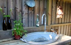 Outdoor sink made from a big galvanized tub Outdoor Sinks, Outdoor Rooms, Outdoor Living, Outdoor Decor, Farm Gardens, Outdoor Gardens, Summer House Interiors, Garden Sink, Galvanized Tub