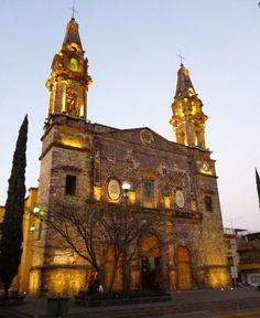 Ven y celebremos juntos las fiestas de Tangancícuaro en #Michoacán, varias de sus festividades son con motivos religiosos y entre los más importantes se encuentra el festejo a la Virgen de la Asunción, que se realiza el próx. 15 de Agosto; donde las calles y la plaza principal se adornan y se venden platillos regionales y artesanías. A hr y media de Morelia, nos invita el Hotel La Casita. http://www.hotellacasita.com.mx/