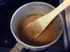 Sjokoladeskuffkake med karamellsjokoladefrosting – Easy breezy glutenfri Fondue, Frosting, Baking, Ethnic Recipes, Easy, Baking Soda, Caramel, Cake Glaze, Bakken