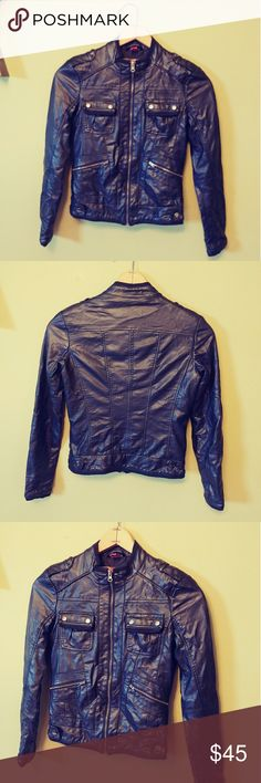 COLLECTION BY BERNARDO FAUX LEATHER JACKET Preloved, EXCELLENT CONDITION, faux leather , measures 17 p-p and 21.5 inches long. Feel free to ask any questions BUNDLE FOR BETTER DISCOUNT collection by bernardo Jackets & Coats