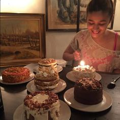 Bollywood actress Alia Bhatt decided to ring in her birthday with her family and close friends. View pics here: Alia Bhatt Varun Dhawan, Alia Bhatt Photoshoot, Cute Preppy Outfits, Happy Birthday Quotes For Friends, Aalia Bhatt, Alia Bhatt Cute, Alia And Varun, 22nd Birthday, Birthday Cakes