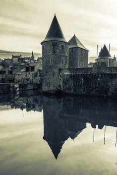 Tours de l'entrée du château de Fougères