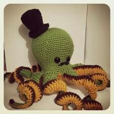 Tri-color octopus amigurumi - the different colors on the tentacles are a great detail to add.