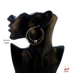 Boucles d'oreilles double anneaux argentés avec paillettes argentées et perles.