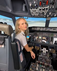 Likes, 376 Comments - Maria Sistema Solar, Army Police, Female Pilot, Passenger Aircraft, Come Fly With Me, Set Your Goals, Art Poses, Flight Deck, Cabin Crew