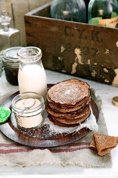 Voici la recette des mini crêpes (sans œufs-ni lait !) à la farine intégrale de petit épeautre et à la fleur d'oranger. http://www.saveursvegetales.com/2015/02/mini-crepes-au-petit-epeautre-et-la.html