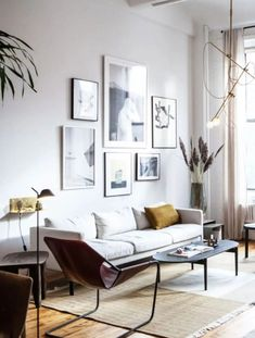 home art gallery wall inspiration. / sfgirlbybay the new living room art gallery i've started is still a work in progress, so i've been on the hunt for home gallery inspiration. Living Room Art, Home And Living, Living Room Designs, Trendy Home, Decor Interior Design, Interior Colors, Mid-century Modern, Art Gallery, Modern Gallery Wall