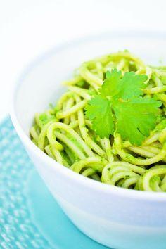 Quick spaghetti sauce Quick Spaghetti Sauce, Quick Pasta Sauce, Quick Pasta Recipes, Green Spaghetti, Avocado Pasta, Tinned Tomatoes, Vegan Parmesan, Pasta Shapes, Frozen Spinach