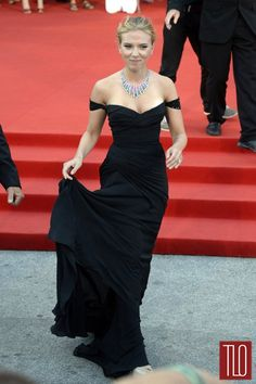 Scarlett Johansson in Versace -- don't really like that necklace, but the dress is fab!
