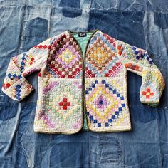 Old Quilts, Vintage Quilts, Coat Patterns, Sewing Patterns, Quilted Jacket, Quilted Coats, Jellyroll Quilts, Vintage Embroidery, Cotton Quilts