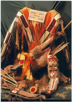 Native American Shirts, Bow Quiver, Nativity Crafts, Native Americans, Arrows, Indian Jewelry, Beadwork, Spirit, History