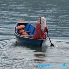 Il lago di Pokhara in Nepal