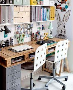office desk diy - office desk decor for work ; office desk decor for work cubicle ; office desk decor for work small spaces ; Diy Office Desk, Diy Computer Desk, Pallet Desk, Pallet Lounge, Diy Pallet, Pallet Projects, Woodworking Projects, Home Office Design, Home Office Decor