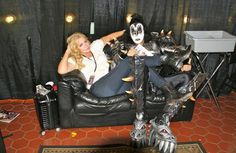 Here's a great photo of husband and wife Gene Simmons and Shannon Tweed backstage before a KISS show. Kiss Rock, Paul Kiss, Kiss Show, Rock Band Photos, Shannon Tweed, Gene Simmons Kiss, Vinnie Vincent, Kiss Images, Eric Carr