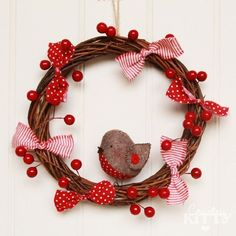 https://flic.kr/p/odN4fX | Fromhttp://www.countrykittyland.com/2013/11/my-little-christmas-market-stall.html?m=1! #guirlanda #artesanato #cerejas #vermelho #cherry #red #bird #passarinho #casalinda #casadecorada #bemvindo #welcome #laços #cute #alegre