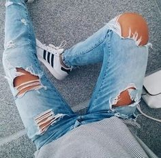 Image via We Heart It https://weheartit.com/entry/176090069 #fashion #girl #jeans #outfit #style