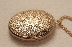 Large 1950s Floral Oval Locket Necklace with Twisted by FreshyFig