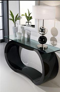 Vous avez opté pour un intérieur au #style_design? Faites-le savoir dès l'entrée avec cette magnifique console laquée noire. ;)