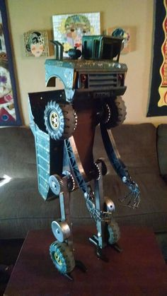 Check out the robots and other cool found object sculptures by Jim Behrman from Colton, California