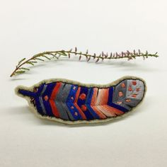 Handmade Feather Embroidery Brooch от CREAMENTE на Etsy