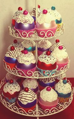 Cupcake Ornaments displayed on a tiered stand. I can see this worked into my mantle display for Candy Land Christmas. Christmas Ribbon Crafts, Candy Land Christmas, Christmas Craft Fair, Pink Christmas Tree, Christmas Cupcakes, Diy Christmas Ornaments, Christmas Holidays, Christmas Ideas, Xmas Tree