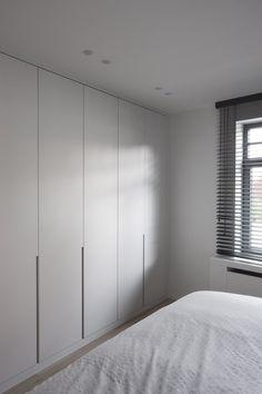 Comfortable and Suitable Wardrobe Design for Big & Small Bedroom Closet Walk-in, Closet Bedroom, Closet Doors, Home Bedroom, Closet Bench, Ikea Closet, Closets, Bedrooms, Corner Wardrobe