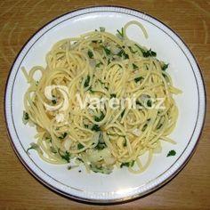 Fotografie receptu: Špagety s česnekem a petrželkou Spaghetti, Ethnic Recipes, Food, Diet, Essen, Meals, Yemek, Noodle, Eten