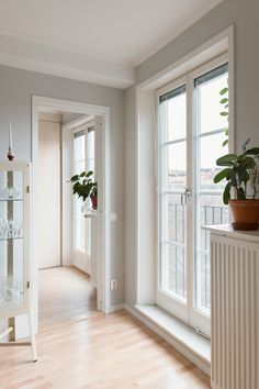 Scandinavian deco. Stockholm. Kungsholms Strand 101 | Fantastic Frank Decor, Interior Design, Interior Decorating Inspiration, House Interior, Windows And Doors, House, Teak Furniture, Home Decor, Living Spaces