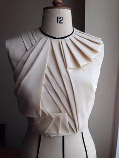 35 Super Ideas For Origami Dress Fashion Pattern Fabric Manipulation Origami Fashion, Diy Fashion, Ideias Fashion, Fashion Dresses, Fashion Design, Fashion Ideas, Fashion Quotes, Fashion Black, Hijab Fashion